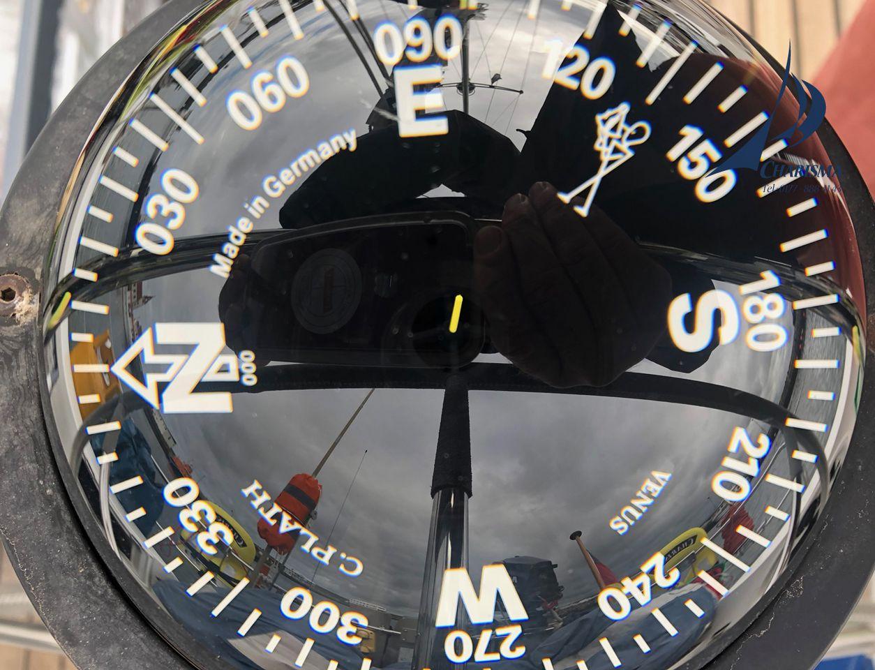 Kompass der SY Charisma