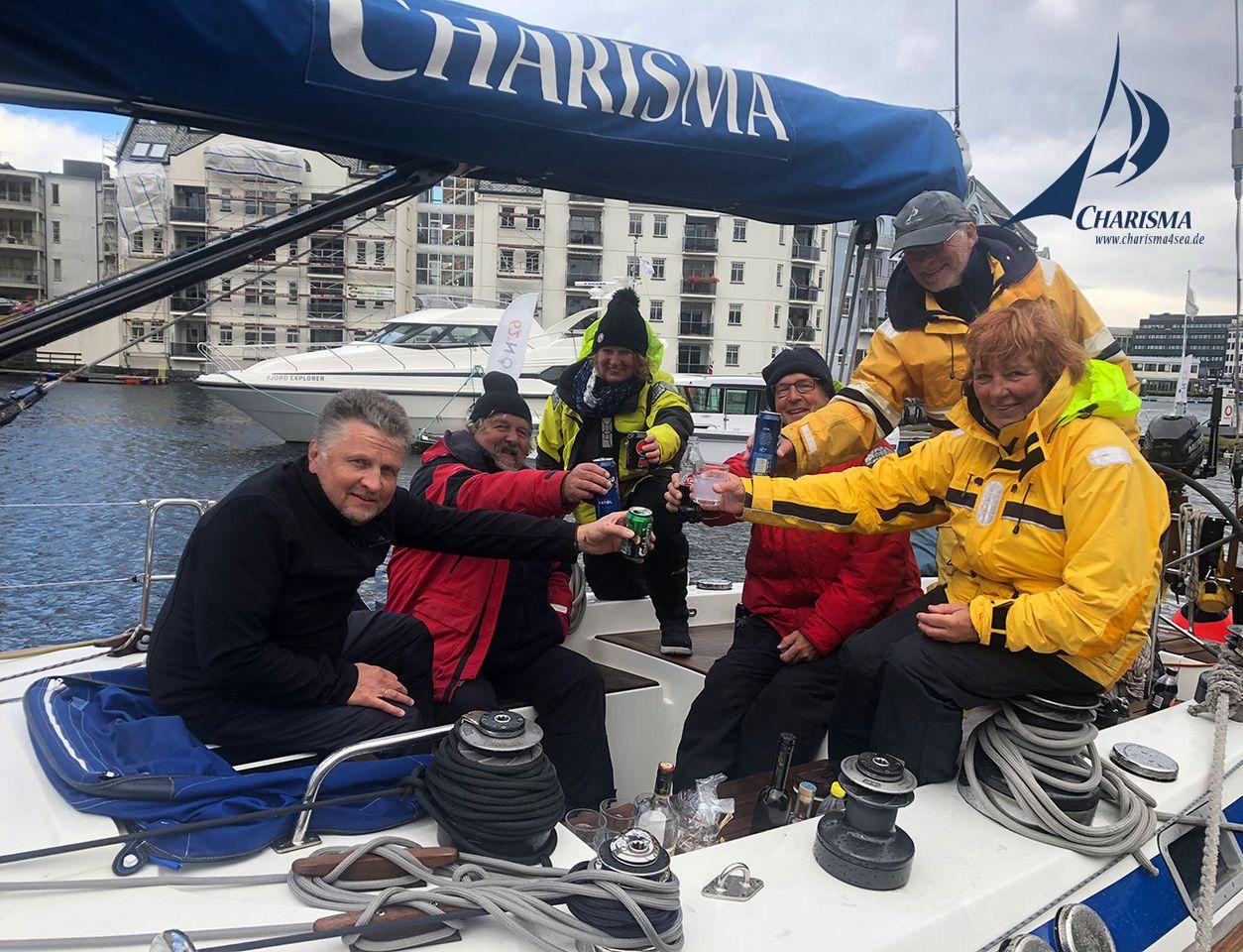 Charisma-Crew sicher im Hafen