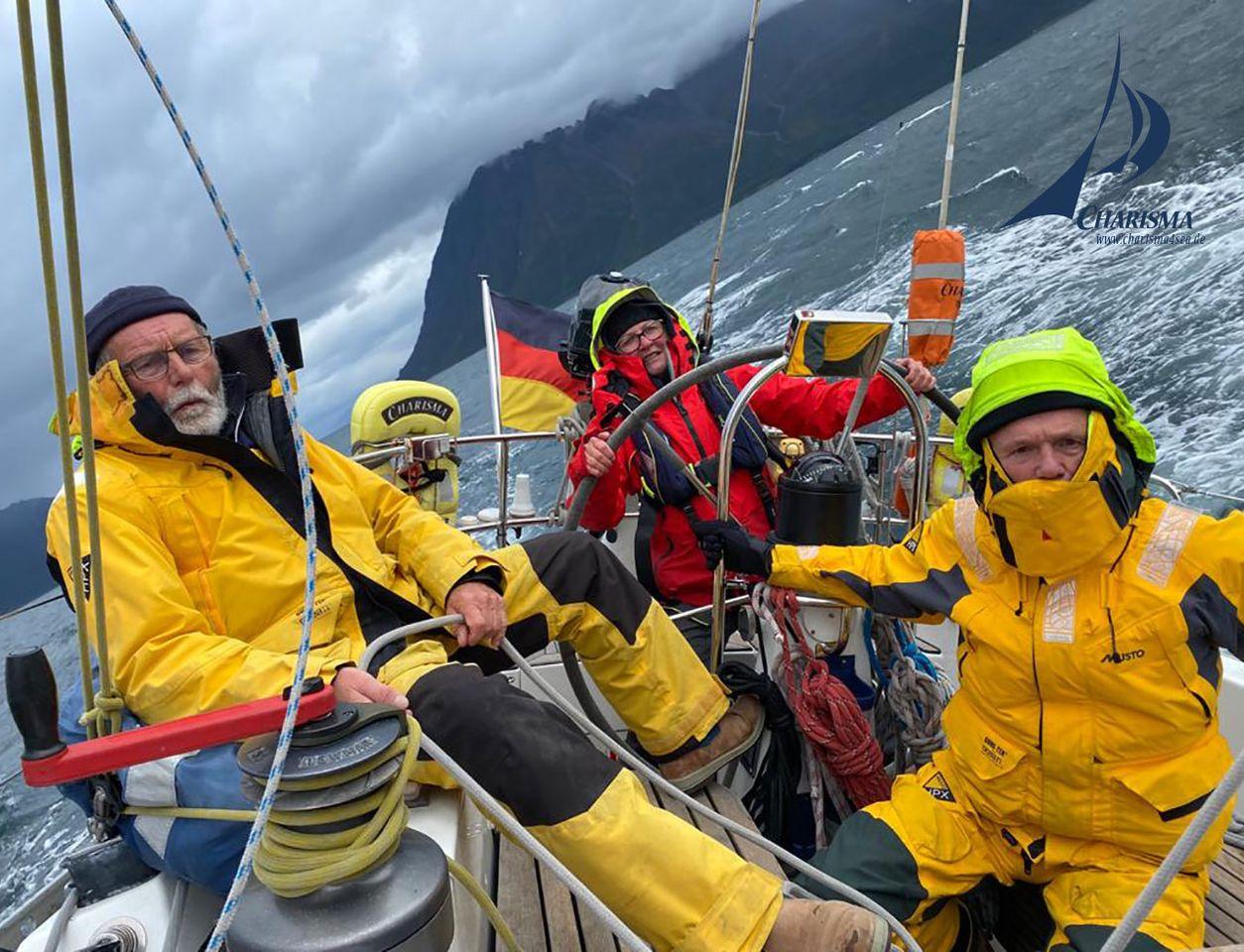 Crew im Cockpit bei Starkwind