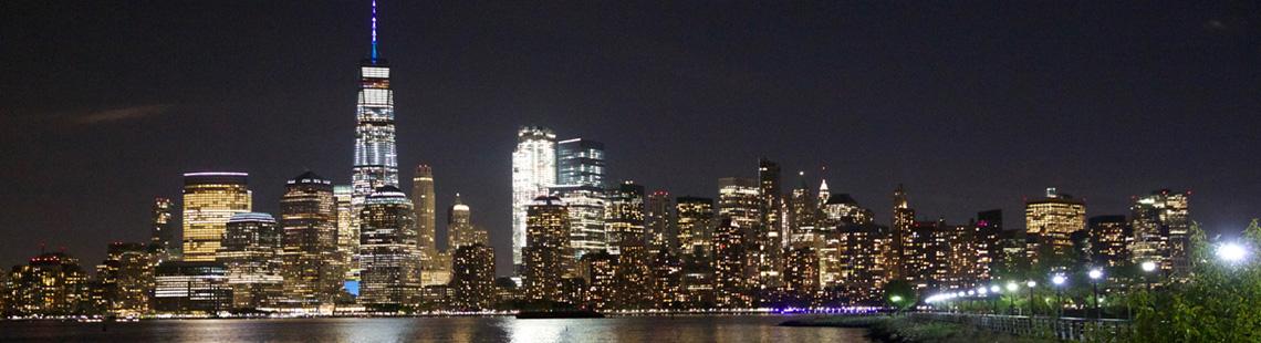 Segeln entland der Skyline Manhattan